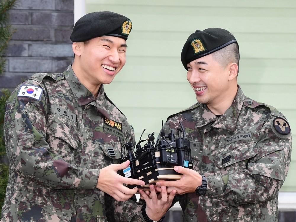 Taeyang dan Daesung Tiup Lilin Hingga Bicara Rencana Comeback di Momen Bebas Wamil