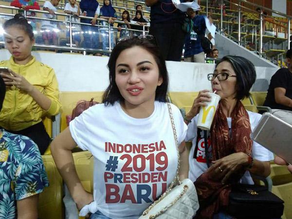 Fakta Dibalik Beredar Foto Ariel Tatum Pakai Kaus Bertuliskan 'Indonesia #2019PresidenBaru'