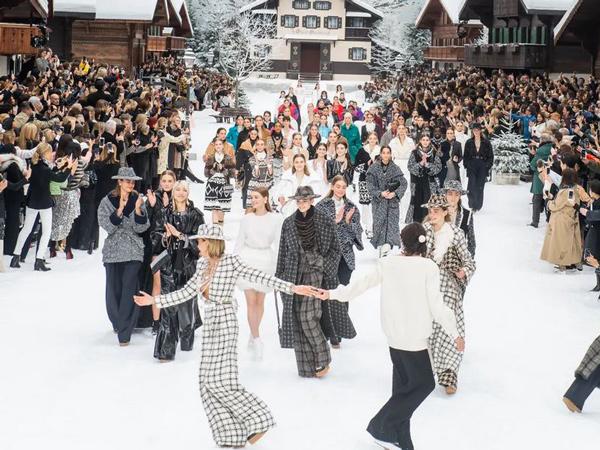 Penghormatan Terakhir untuk Karl Lagerfeld, Gelaran Fashion Show Chanel yang Penuh Tangis