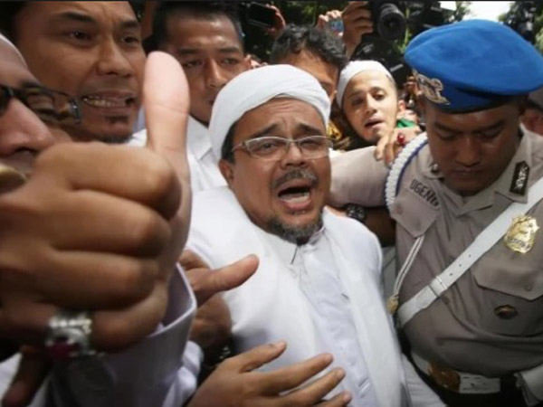 Respon Habib Rizieq dari Mekkah Soal Dirinya Disebut 'Lari' dari Kasus Hukum