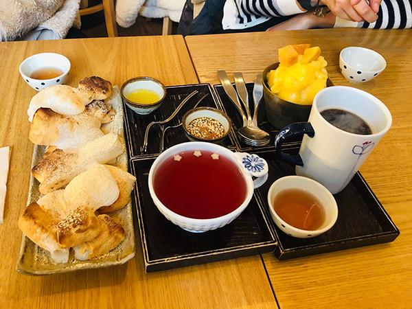 Ngemil Dessert Tradisional Rendah Kalori di Twinkle Twinkle Little Tea House