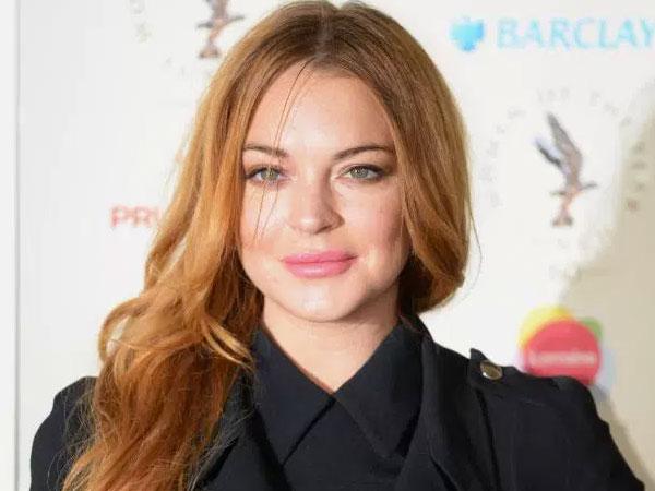 Lindsay Lohan Ungkap Al-Quran Sebagai Pelipur Lara dan Membuatnya Aman