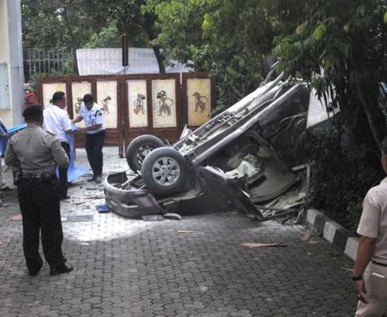 Lagi, Sebuah Mobil Hancur Setelah Terjun Bebas Dari Parkiran Gedung Jakarta