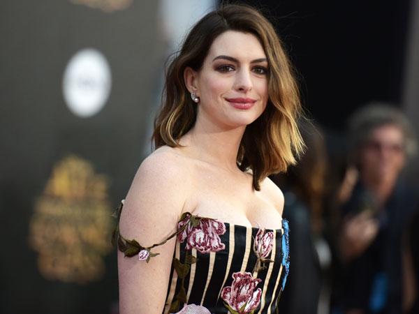 Anne Hathaway Turut Minta Maaf Atas Kontroversi Film 'The Witches'