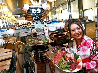 Keren! Makan Di Restoran Ini Dilayani Oleh Robot Yang Bisa Menari!