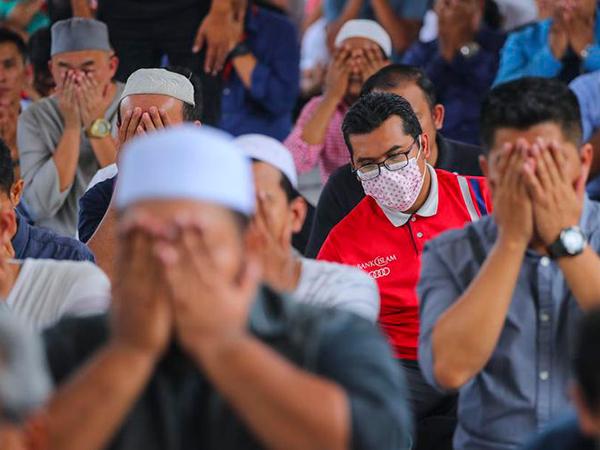 Fatwa MUI di Tengah Corona: Terkait Sholat Berjamaah Hingga Haram Borong Sembako dan Masker