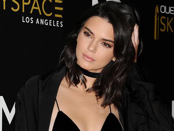 Bikin Trauma dan Ketakutan, Kendall Jenner 'Hukum' Fans Fanatiknya!