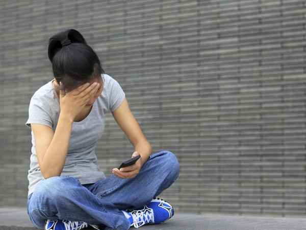 Benarkah Terlalu Lama Main Media Sosial Buat Tekanan Darah Tinggi pada Remaja?