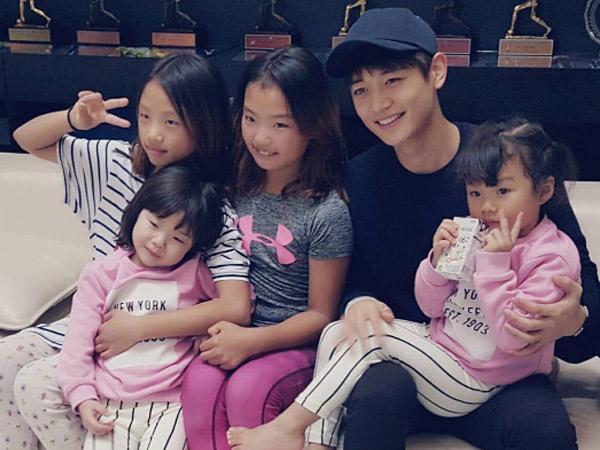 Main Bareng Hingga Fanmeeting Mini, Serunya Pertemuan Minho SHINee dan Anak Lee Dong Guk!