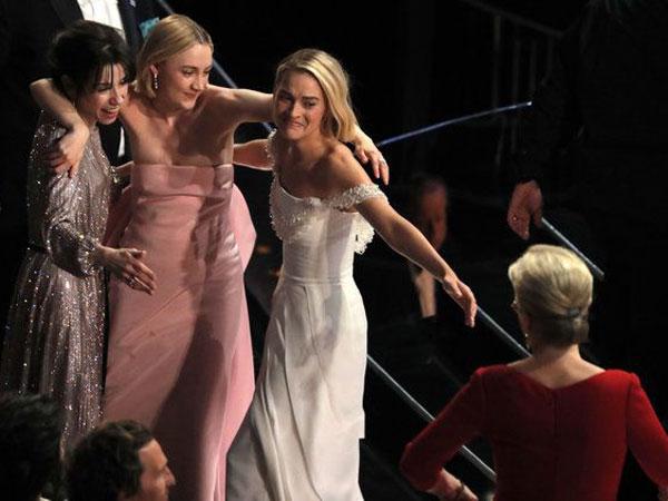 Tak Tertangkap di Layar Kaca, Ini 5 Momen Menarik Yang Belum Kamu Lihat di Oscars 2018!