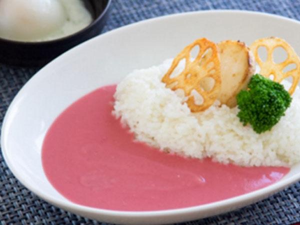 Cantiknya Kuah Kari Pink yang Hadir Untuk Menyambut Musim Semi!