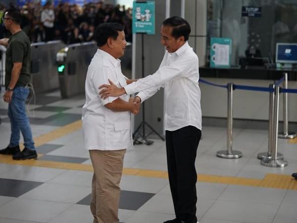 Pertemuan Jokowi dan Prabowo yang Hebohkan Warga, Naik MRT hingga Makan Siang Bersama
