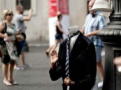 Hati - Hati Di Roma Ada Teror 'Patung Hidup'!