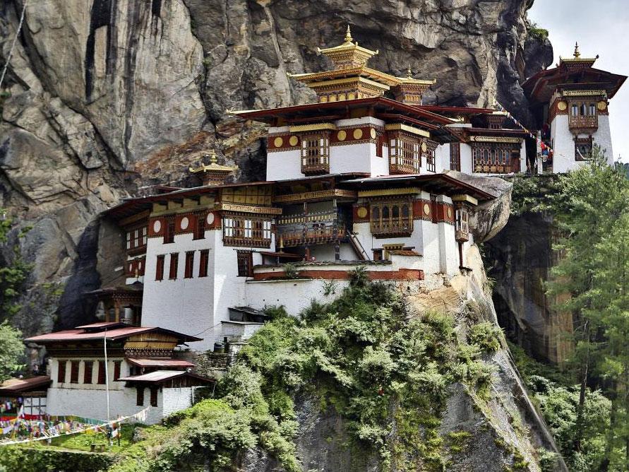 Liburan ke Tempat-tempat Eksotis di Bhutan yang Jadi Lokasi Pernikahan Nadine-Dimas Anggara