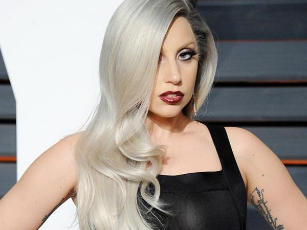 Wow, Lady Gaga Dapat Kejutan Seekor Kuda Poni Sebagai Kado Natal!