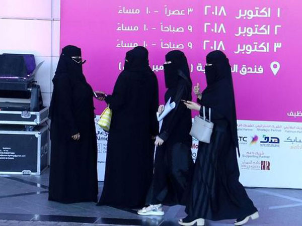 Ada Aplikasinya yang Sempat Dikecam, Arab Saudi Segera Cabut Peraturan Wanita Harus Izin Pria Jika Bepergian?