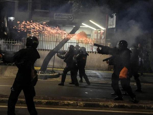 Efek Panjang Gas Air Mata Dari Warga Jakarta Persulit Aktivitas, Akan Terjadi Berapa Lama?