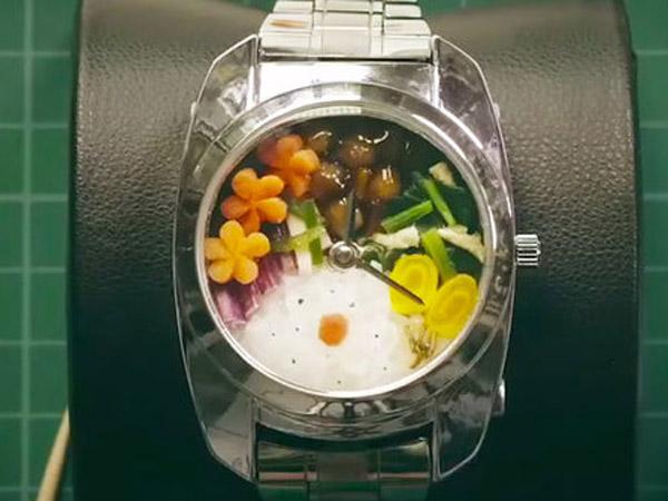 Sering Lapar Tapi Tidak Punya Waktu? Arloji Ini Bisa Jadi Tempat Bekal