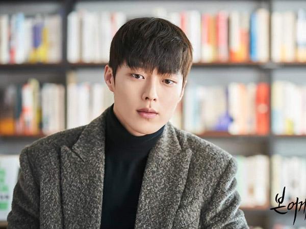 Tergoda Mainkan Peran Ganda, Jang Ki Yong Ungkap Pesona Dua Karakternya dalam Drama 'Born Again'