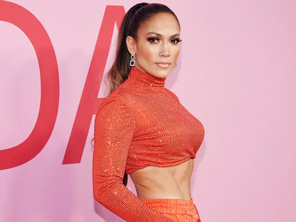 Gaya Jennifer Lopez yang Tetap Seksi di Ulang Tahun ke-50, Ini Rahasianya