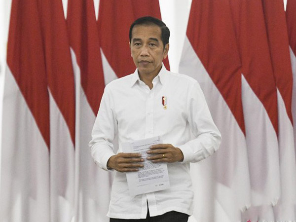 Presiden Jokowi Beri Insentif Hingga Santunan 300 Juta untuk Tenaga Medis