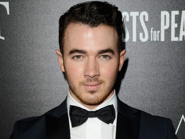 Kevin Jonas Angkat Bicara Tentang Alasan Bubarnya Jonas Brother yang Sebenarnya