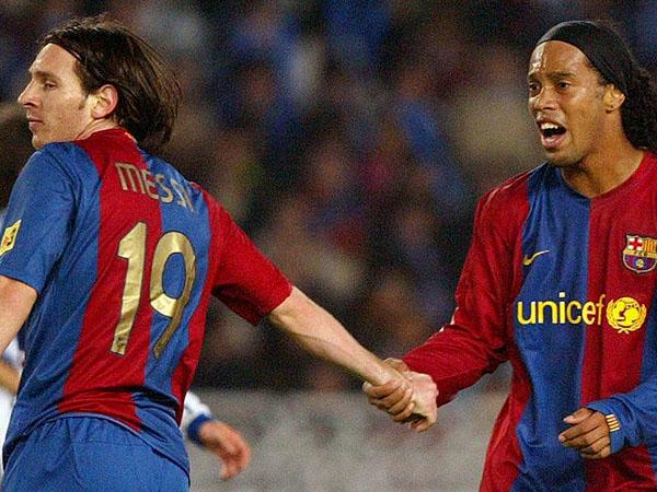 Ungkap Rasa Terima Kasih, Messi Kirim Jersey Spesial untuk Ronaldinho