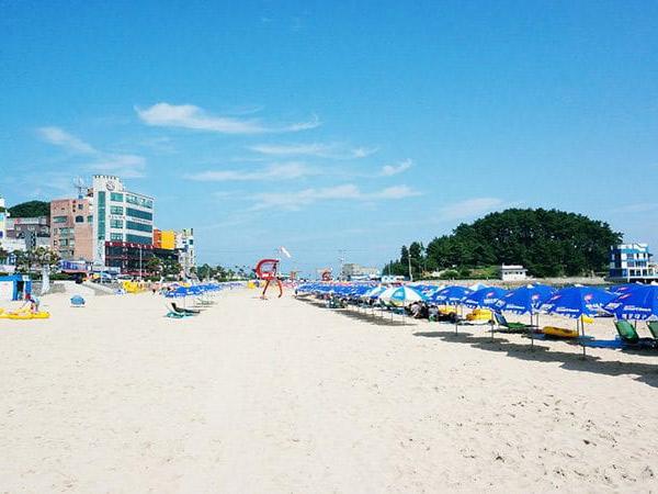 Korsel Tetapkan Aturan Jarak Sosial di Pantai, Bisa Ditiru di Indonesia Nih