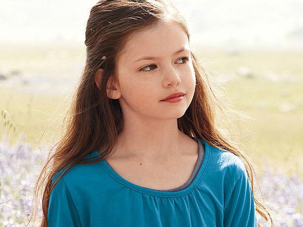 Mackenzie Foy, 'Putri' Robert Pattinson dan Kristen Stewart yang Semakin Dewasa dan Cantik