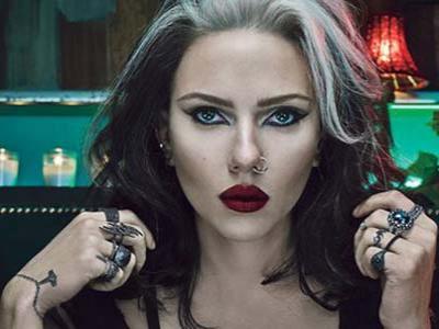 Scarlett Johansson Tindik Hidung Rayakan Halloween