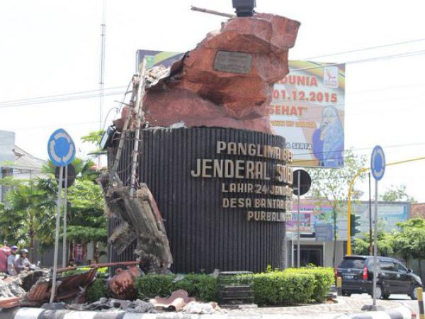 Berdiri 12 Tahun, Patung Jenderal Soedirman di Purbalingga Tumbang