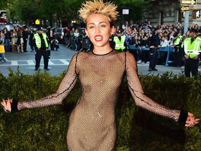 Pose Bugil di Sampul Rolling Stone AS, Miley Cyrus Curhat Kontroversi VMA