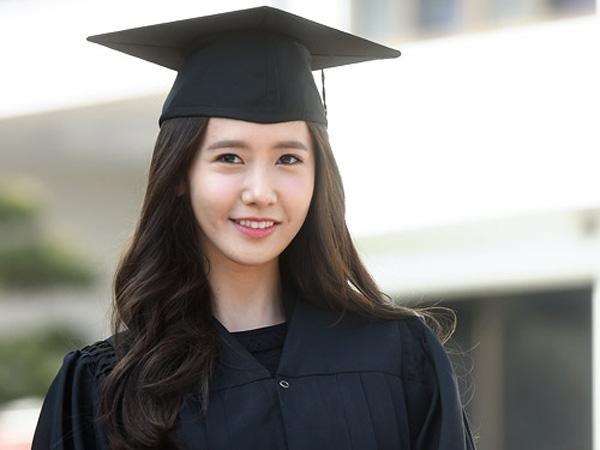 Resmi Lulus dari Universitas Dongguk, YoonA SNSD Dapat Penghargaan Khusus