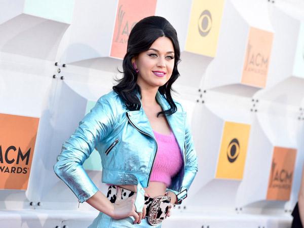 Tepati Janjinya, Katy Perry Tampil Tanpa Busana Demi Iklan Layanan Masyarakat Ini