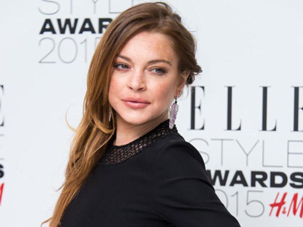 Unggah Foto Berhijab, Ada Apa dengan Lindsay Lohan?