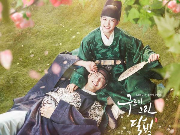 Park Bo Gum dan Kim Yoo Jung Terlihat Mesra di Poster Resmi 'Moonlight Drawn by Clouds'