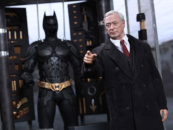 Asisten Setia Batman, Alfred yang Selalu Misterius Akan Dibuat Serial Khusus!