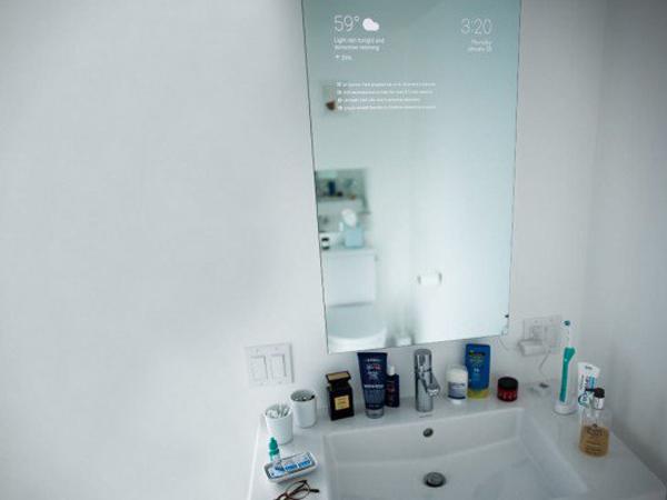 Keren! Teknisi Google Ini Ubah Cermin di Kamar Mandi Jadi Alat yang Canggih