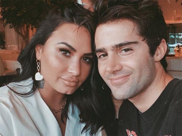 2 Bulan Tunangan, Demi Lovato dan Max Ehrich Dikabarkan Putus
