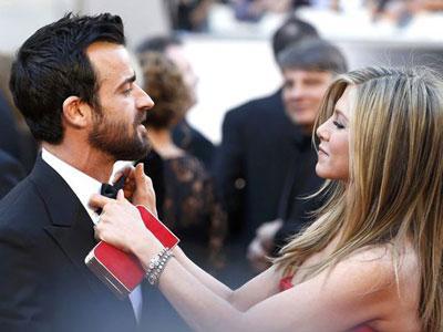 Tunda Pernikahan, Jennifer Aniston Merasa Dimanfaatkan Theroux