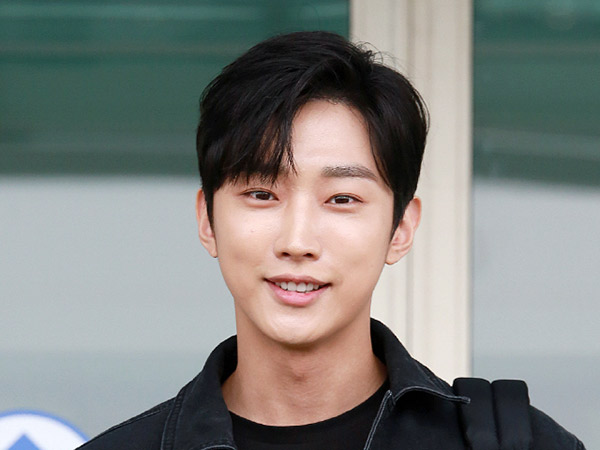 Jinyoung B1A4 Resmi Masuk Wajib Militer