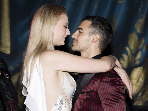 Simak Perjalanan Cinta Joe Jonas dan Sophie Turner Hingga Resmi Bertunangan