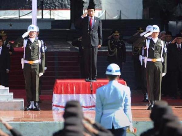Pihak Istana Angkat Bicara Soal Dugaan Presiden Jokowi Injak Bendera Merah Putih