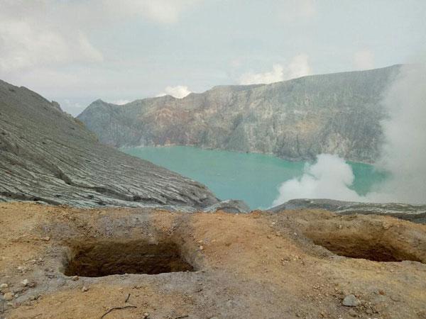 Himbauan Kawah Ijen Semburkan Gas Beracun yang Buat Warga Sekitar Lemas hingga Pingsan