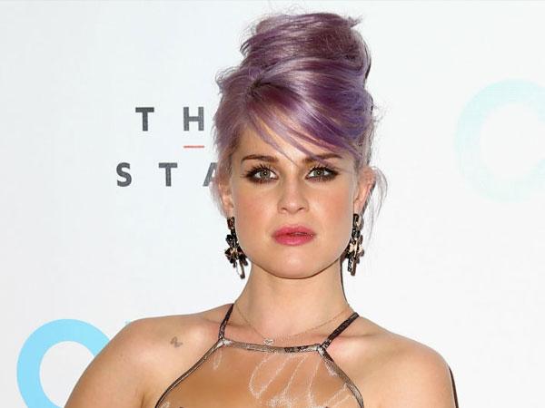 Kelly Osbourne Terpaksa Buang Air Kecil di Celana Gara-gara Starbucks?