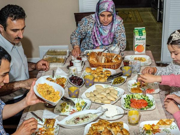Hindari Santap 5 Makanan yang Bisa Bikin Haus Ini Saat Sahur