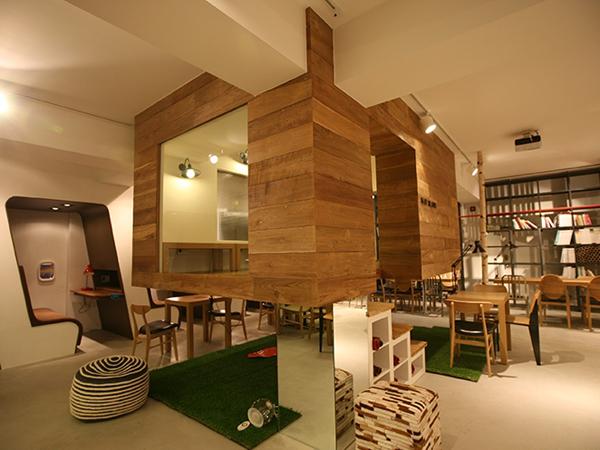 Bosen Belajar di Kamar Terus? Cafe di Korea Selatan Sajikan Interior Ruang Belajar!