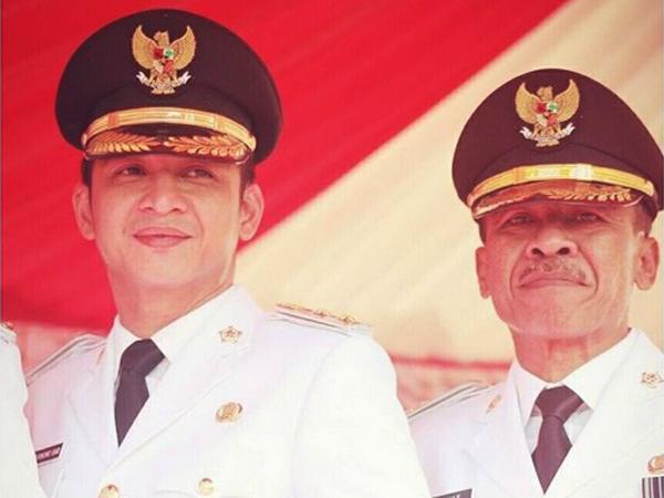 Wali Kota dan Wakil Kompak Merokok Saat Berseragam Dinas, Pasha Tuai Protes Netizen