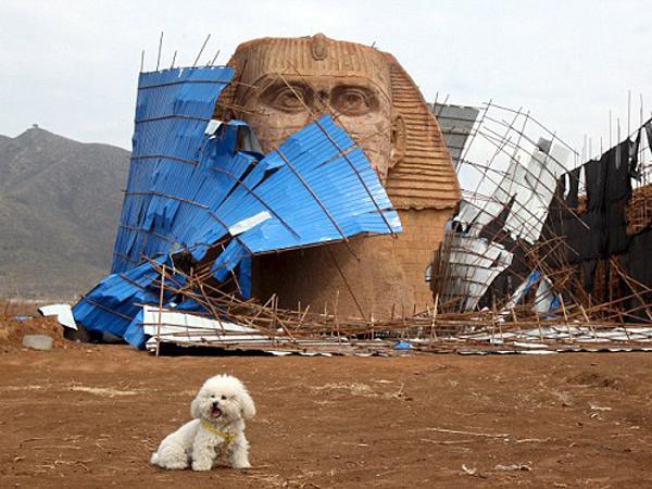 Diprotes Pemerintah Mesir, Patung Sphinx 'KW' Buatan Cina Dihancurkan
