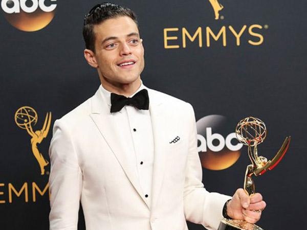 Menang Emmys, Aktor Mirip Bruno Mars Ini Pecahkan Rekor 'Image' Kulit Putih